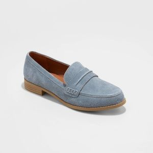Women's Aanmae Suede Closed Back Loafers